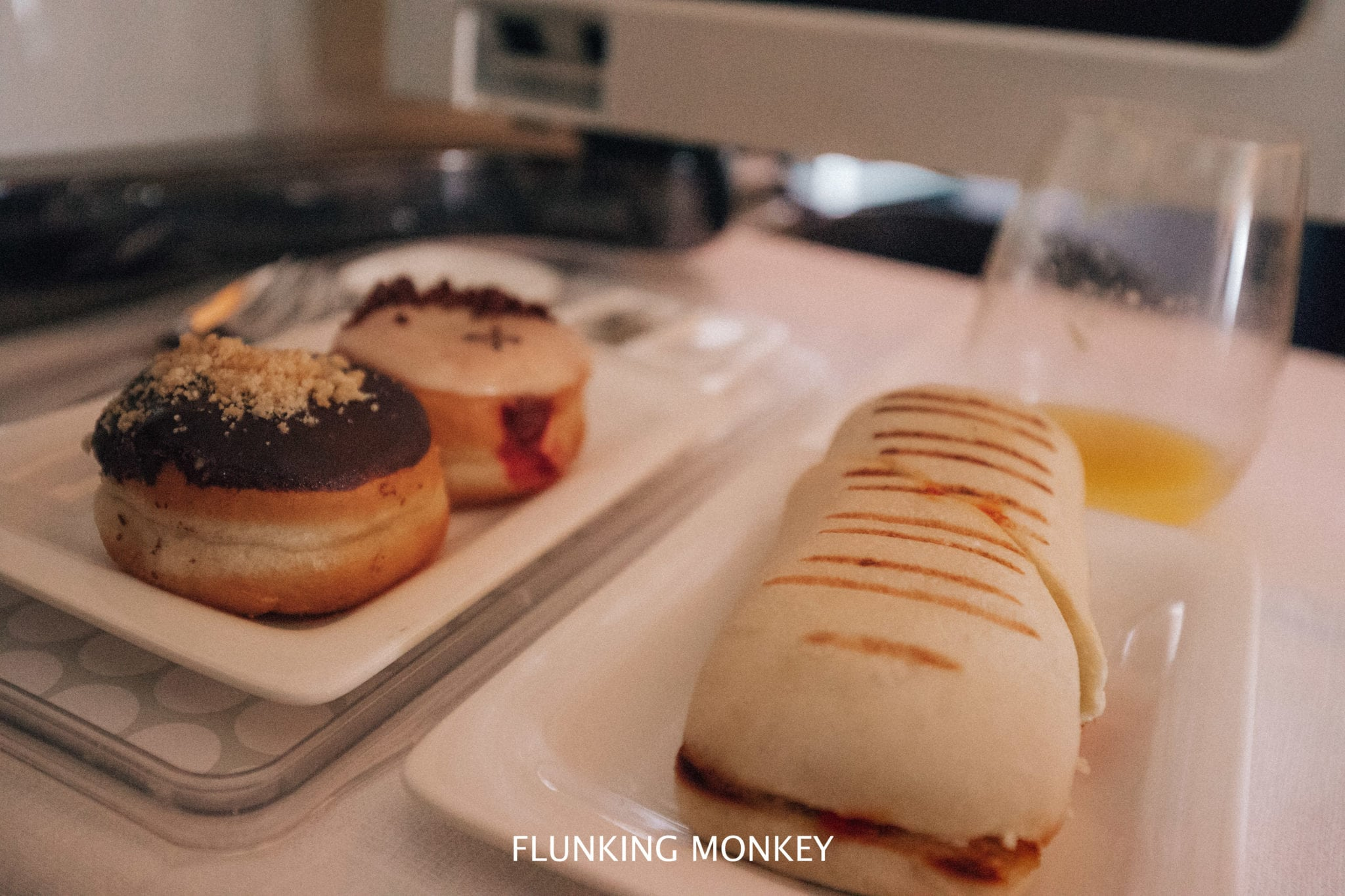 Air New Zealand - Flying With Airline Of The Year 2018 - Business Class Doughnuts - Flunking Monkey