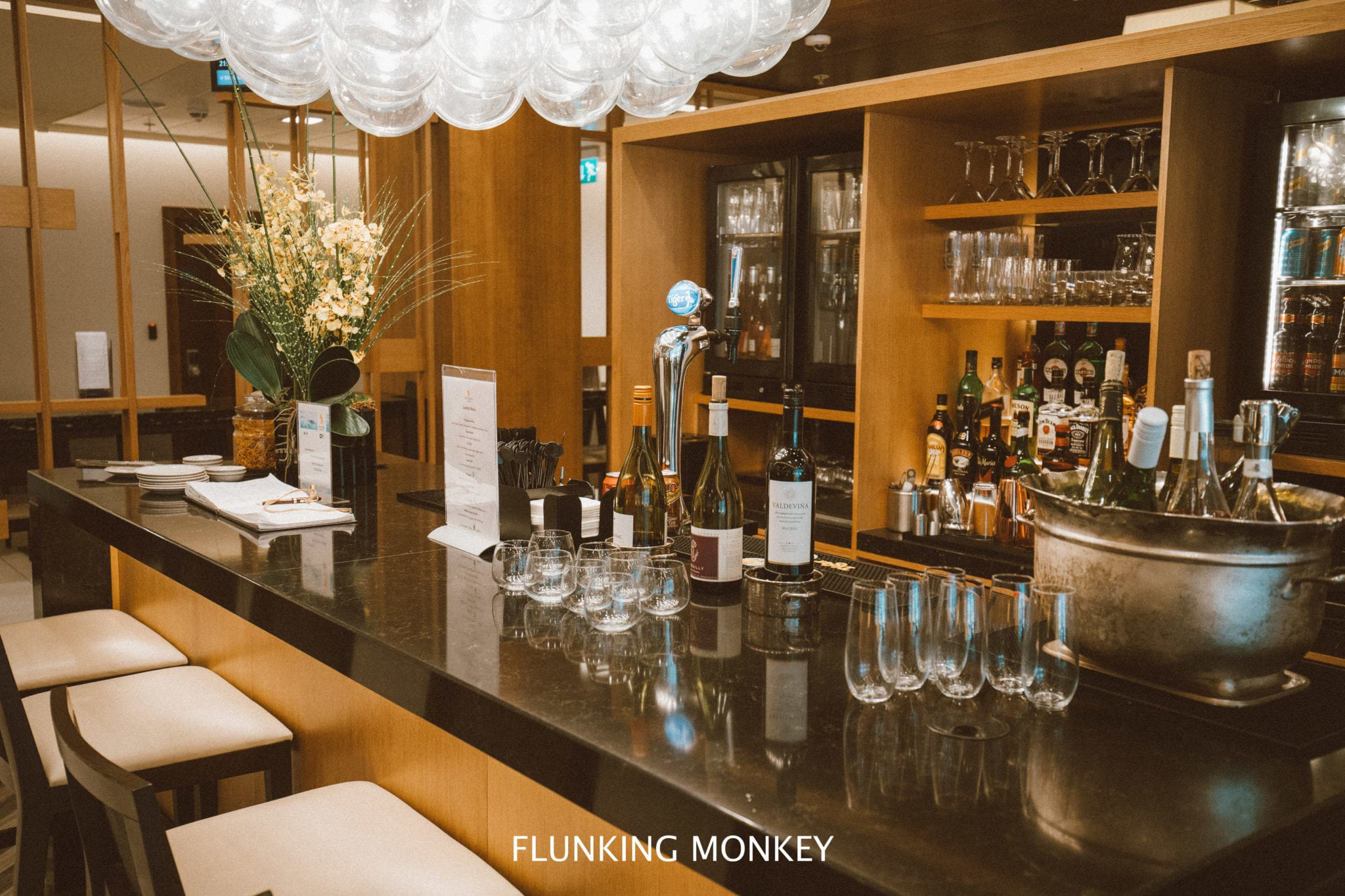 Air New Zealand - Flying With Airline Of The Year 2018 - Singapore Airlines Lounge LHR - Flunking Monkey